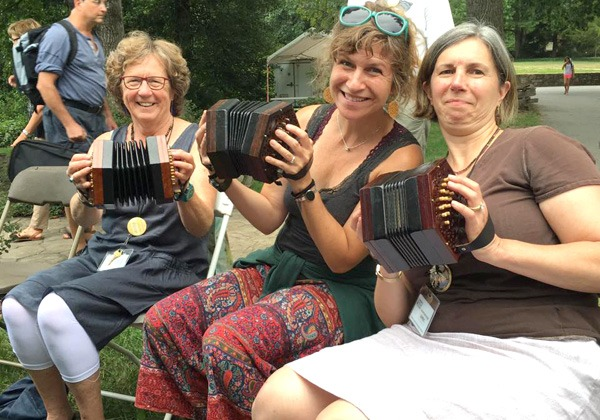 In which we concertina beginners hang on by any G we can grab onto!